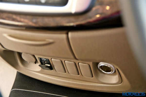 2015 toyota Innova USB and AUx-in port (61)