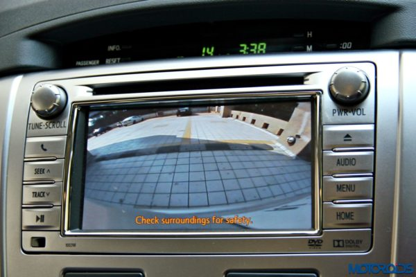 2015 toyota Innova parking camera display (77)