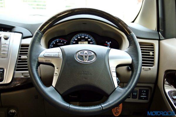2015 toyota Innova steering wheel (36)