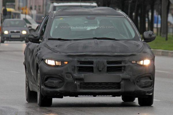 2017-Fiat-Linea-bravo-Spied-2