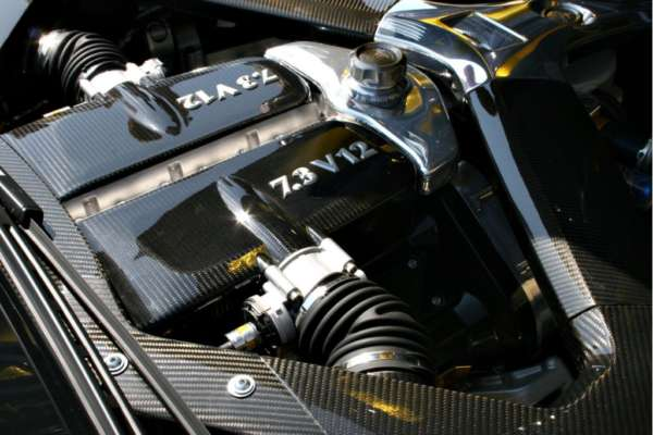 Aston Martin One-77 engine