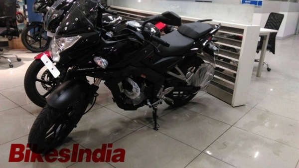 Bajaj Pulsar RS200 Reaches Dealership (2)