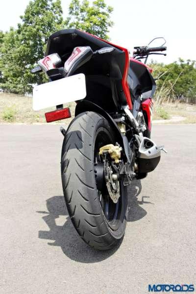 Bajaj-Pulsar-RS200-rear-tyre (2)