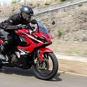Bajaj-Pulsar-RS200-tracking-left (5)