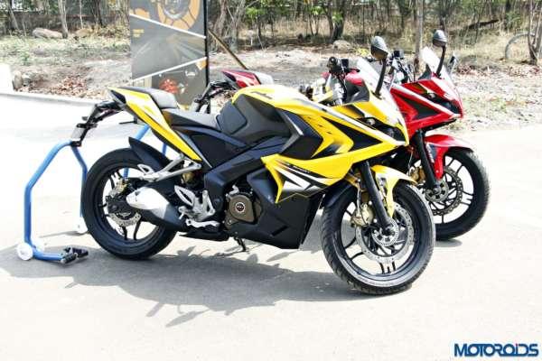 Bajaj-Pulsar-RS200-two-colours (2)
