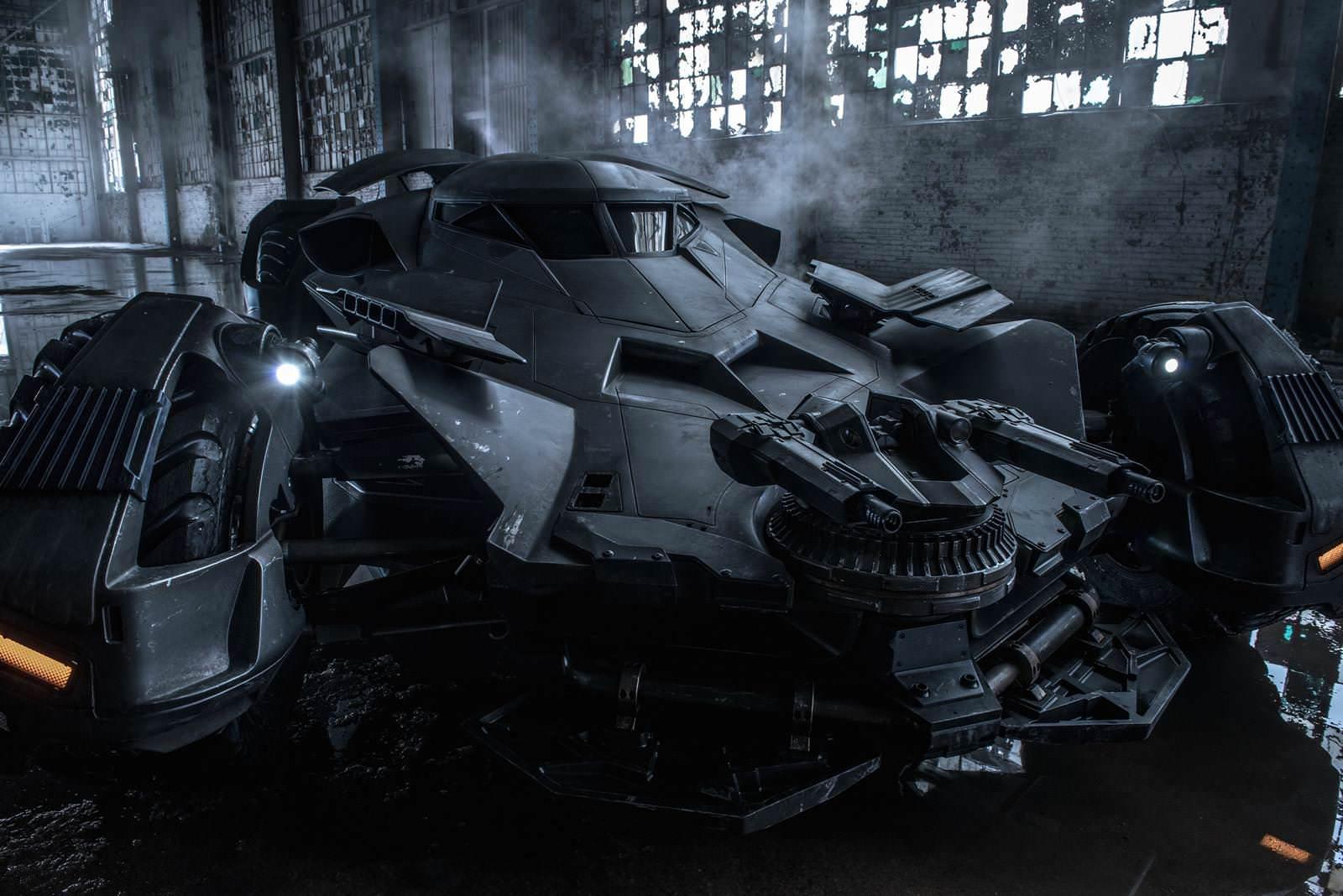 Batman-vs-Superman-Batmobil_2