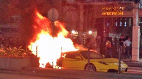 Ferrari F430 on fire (2)