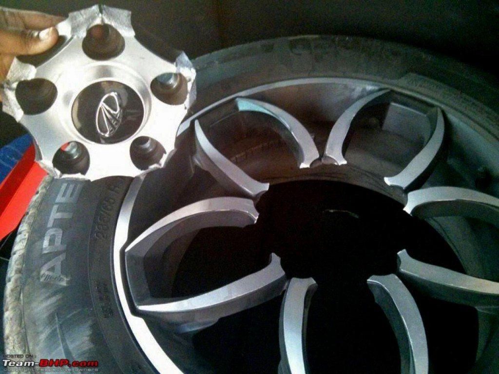 Mahindra XUV500 alloy wheel brakes (1)