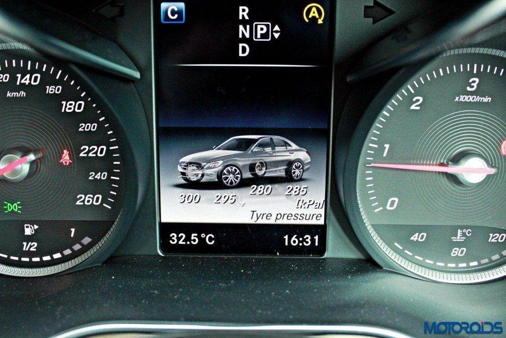 Mercedes C Class instrument screen (20)