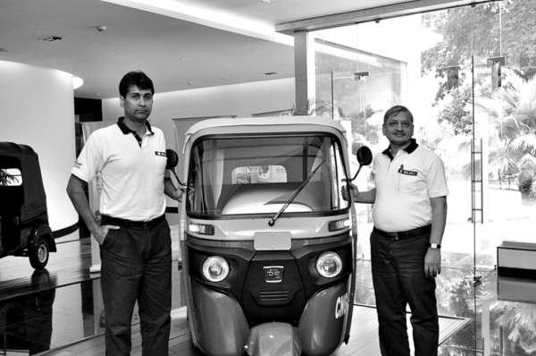 Mr.-Rajiv-Bajaj-MD-and-Mr.-R-C-Maheshwari-President-CV-Bajaj-Auto-Ltd.-with-the-newly-launched-RE-Compact