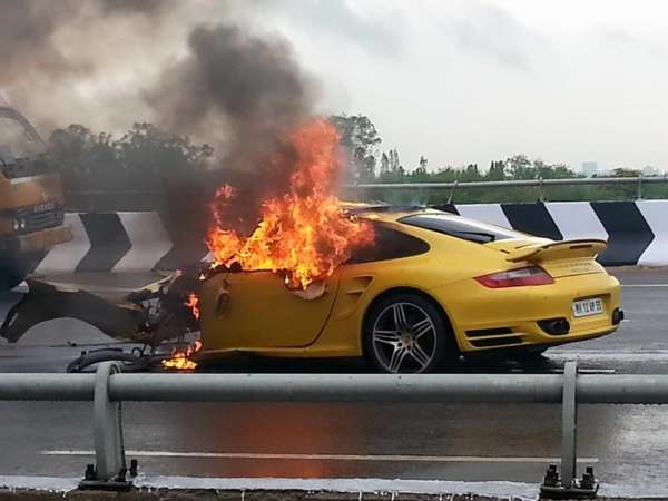 Porsche 911 Turbo Crash Hyderabad (1)
