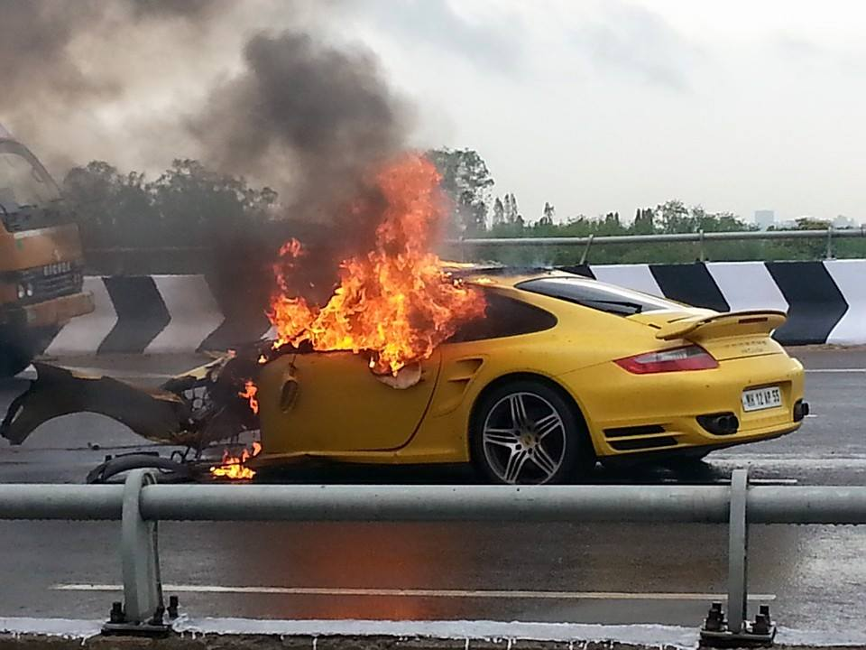 Porsche 911 Turbo Crash Hyderabad (1) | Motoroids.com