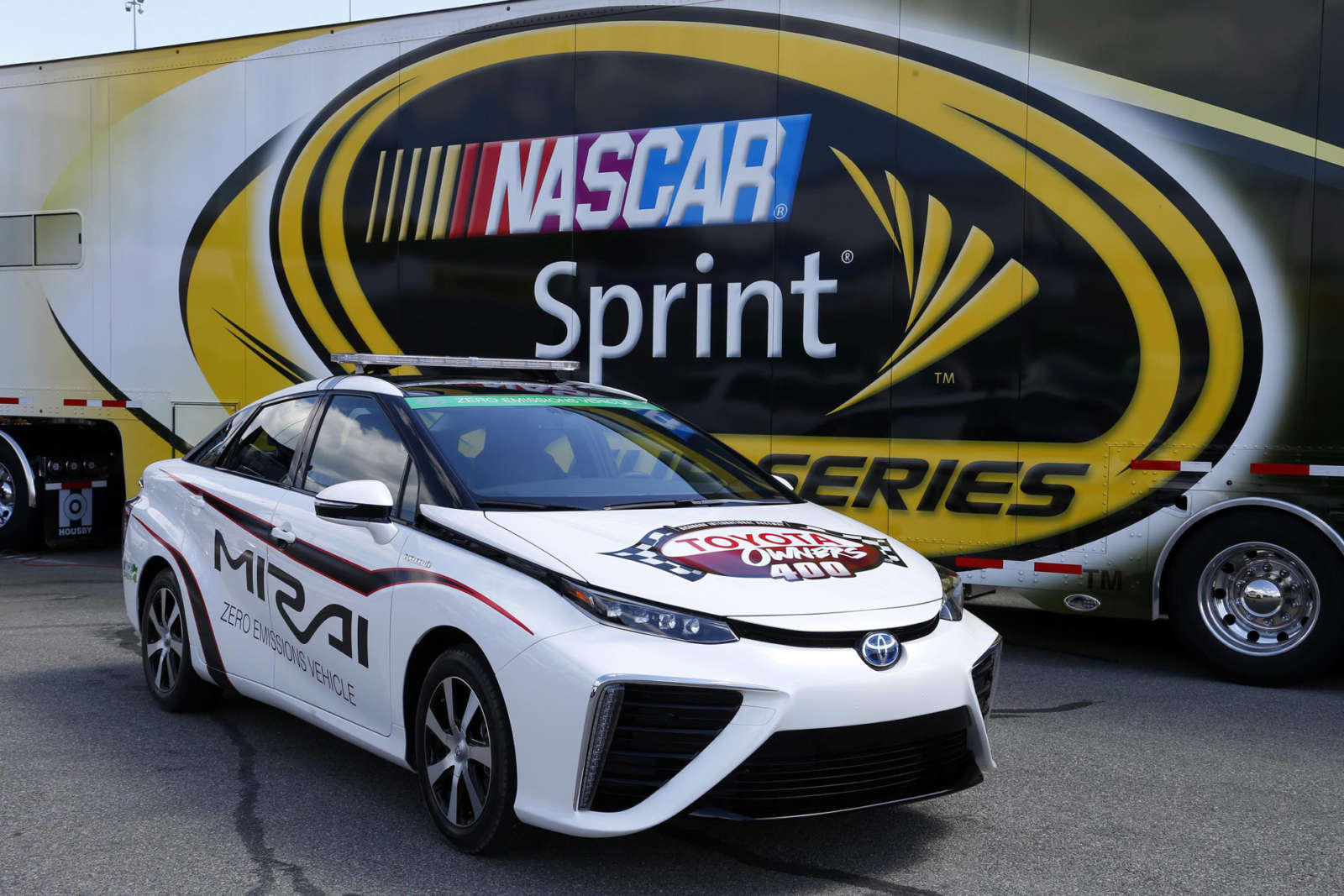 Toyota-Mirai-Pace-Car-nascar