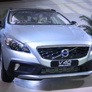 Volvo-V40-Cross-Country-India-Launch-Price-Pics-2-600x400
