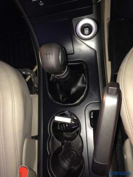 2015 Mahindra XUV500 car images (4)