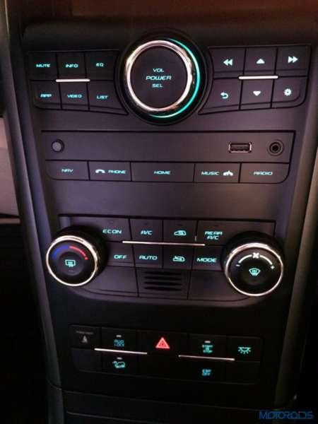 2015 Mahindra XUV500 car images (5)