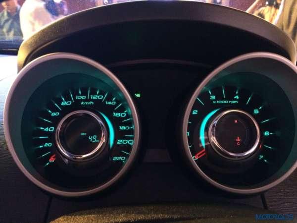 2015 Mahindra XUV500 car images (6)