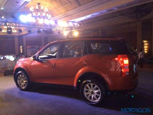 2015 Mahindra XUV500 side view
