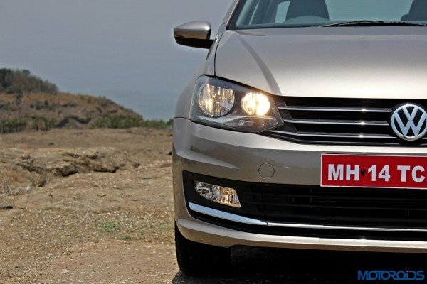 2015 Volkswagen Vento Head on view (29)