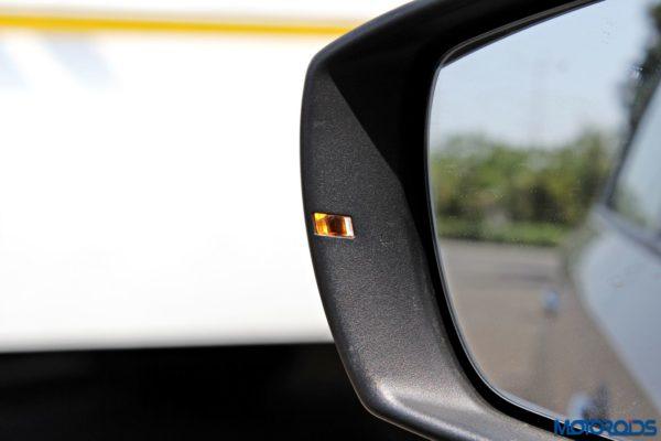 2015 Volkswagen Vento blinkers in ORVM(56)