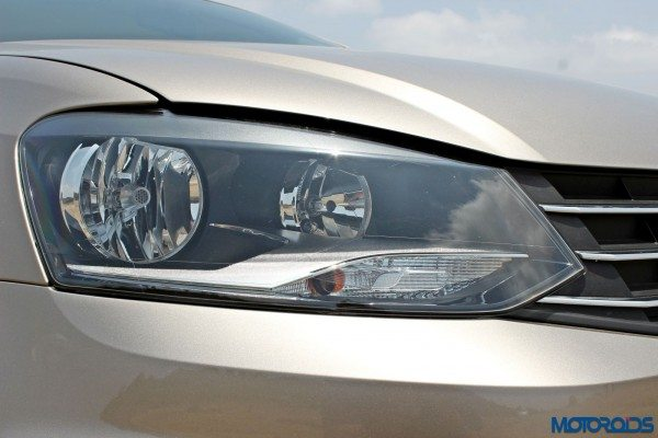 2015 Volkswagen Vento head lamps(17)
