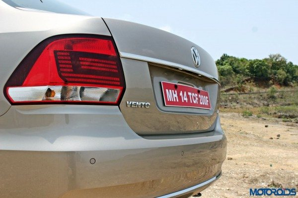 2015 Volkswagen Vento tail lights (22)
