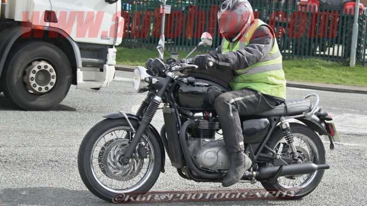 2016-Triumph-Bonneville-spy-images
