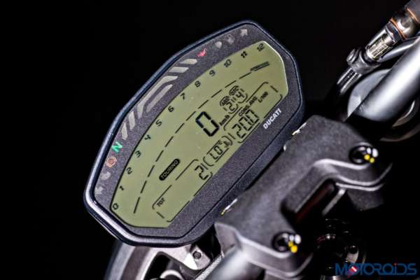 Ducati Monster 821 Review - Details - Instrument Cluster (4)