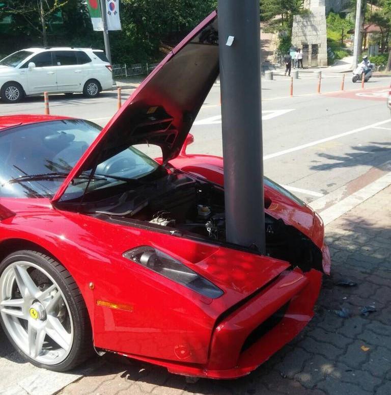 Ferrari Enzo: Ferrari Enzo Goes Pole Dancing In South Korea