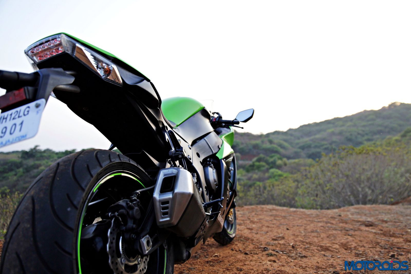 Kawasaki Ninja ZX-14R-rear-view (5)