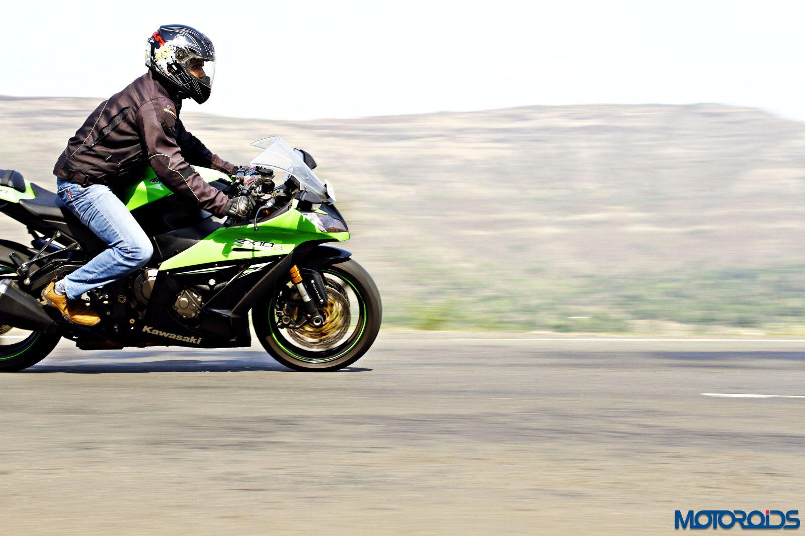 Kawasaki Ninja ZX-14R-riding right side (10)
