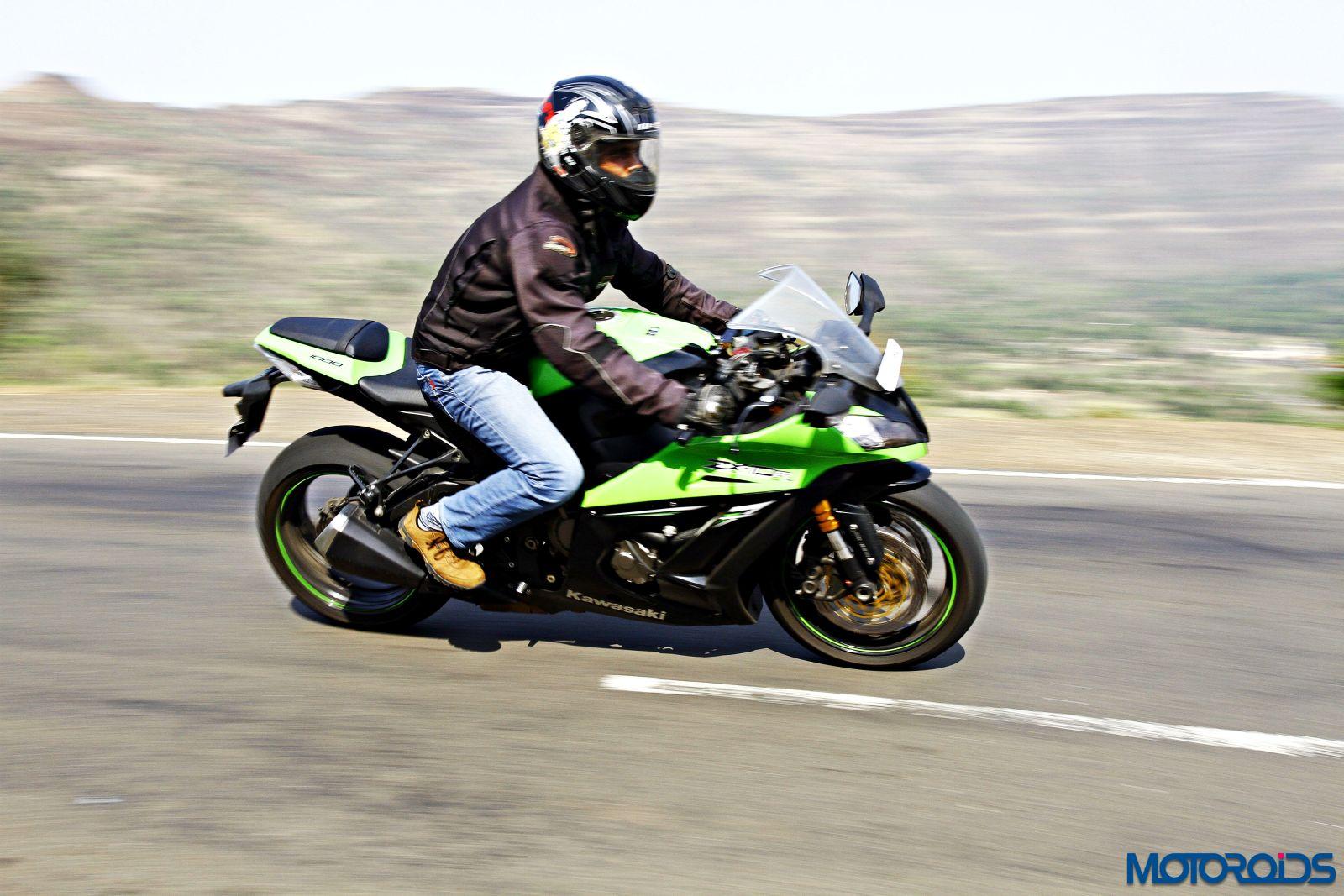 Kawasaki Ninja ZX-14R-riding right side (1)