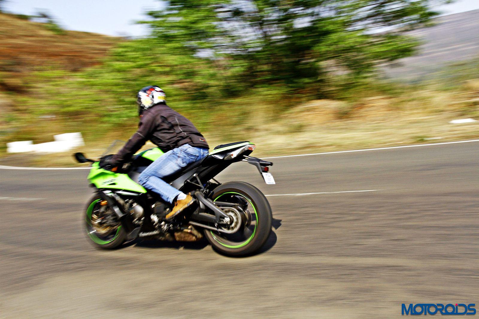 Kawasaki Ninja ZX-14R-riding right side (5)