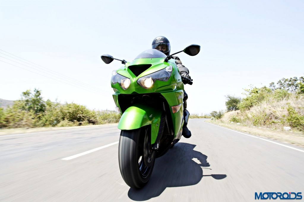 Kawasaki Ninja ZX-14r action shots(55)