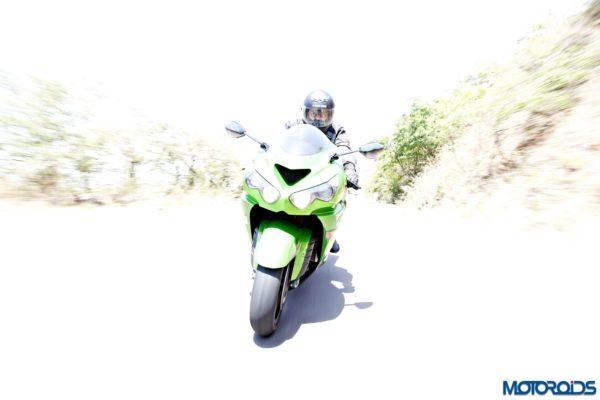 Kawasaki Ninja ZX-14r action shots(71)