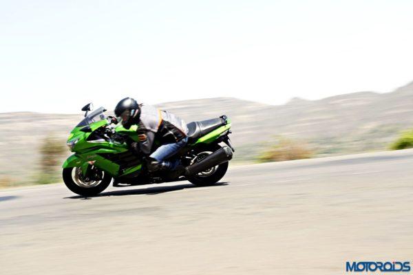 Kawasaki Ninja ZX-14r cornering shots(75)
