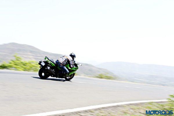 Kawasaki Ninja ZX-14r cornering shots(77)