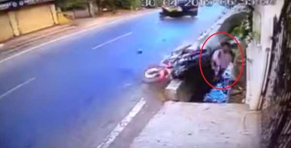 Motorcycle crash - Vasai - 1
