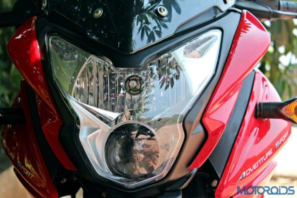 New Bajaj Pulsar AS150-AS200 Review - AS150 - Details - Headlight (5)