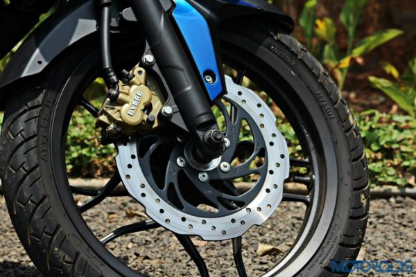New Bajaj Pulsar AS150-AS200 Review - AS200 - Details - Front Disc Brake (1)