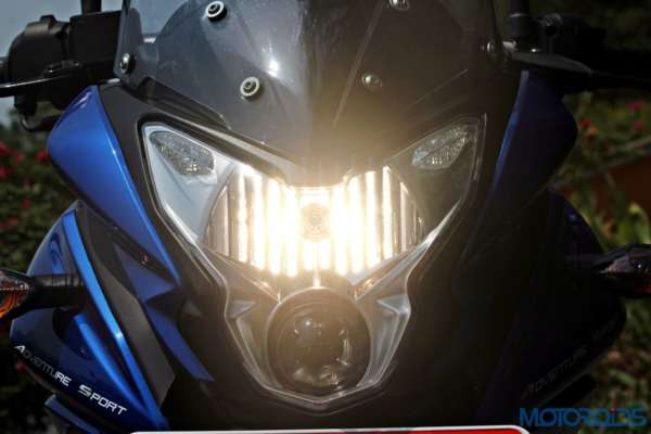 New Bajaj Pulsar AS150-AS200 Review - AS200 - Details - Headlight (5)