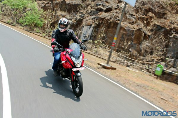 New Bajaj Pulsar AS150-AS200 Review - Action Shots (25)