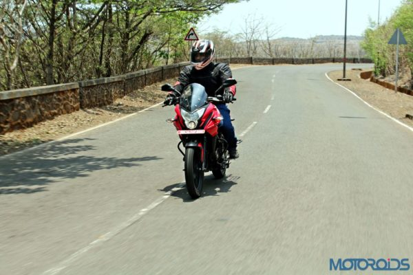 New Bajaj Pulsar AS150-AS200 Review - Action Shots (29)