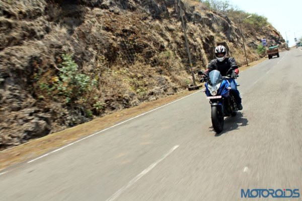 New Bajaj Pulsar AS150-AS200 Review - Action Shots (44)