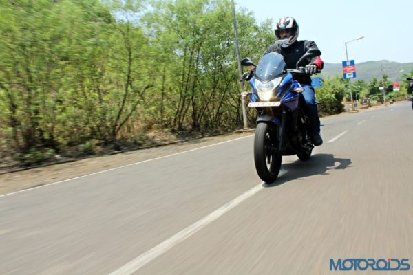 New Bajaj Pulsar AS150-AS200 Review - Action Shots (5)