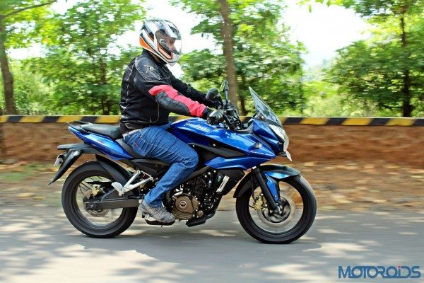 New Bajaj Pulsar AS150-AS200 Review - Action Shots (54)