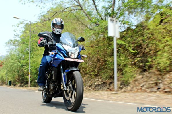 New Bajaj Pulsar AS150-AS200 Review - Action Shots (9)