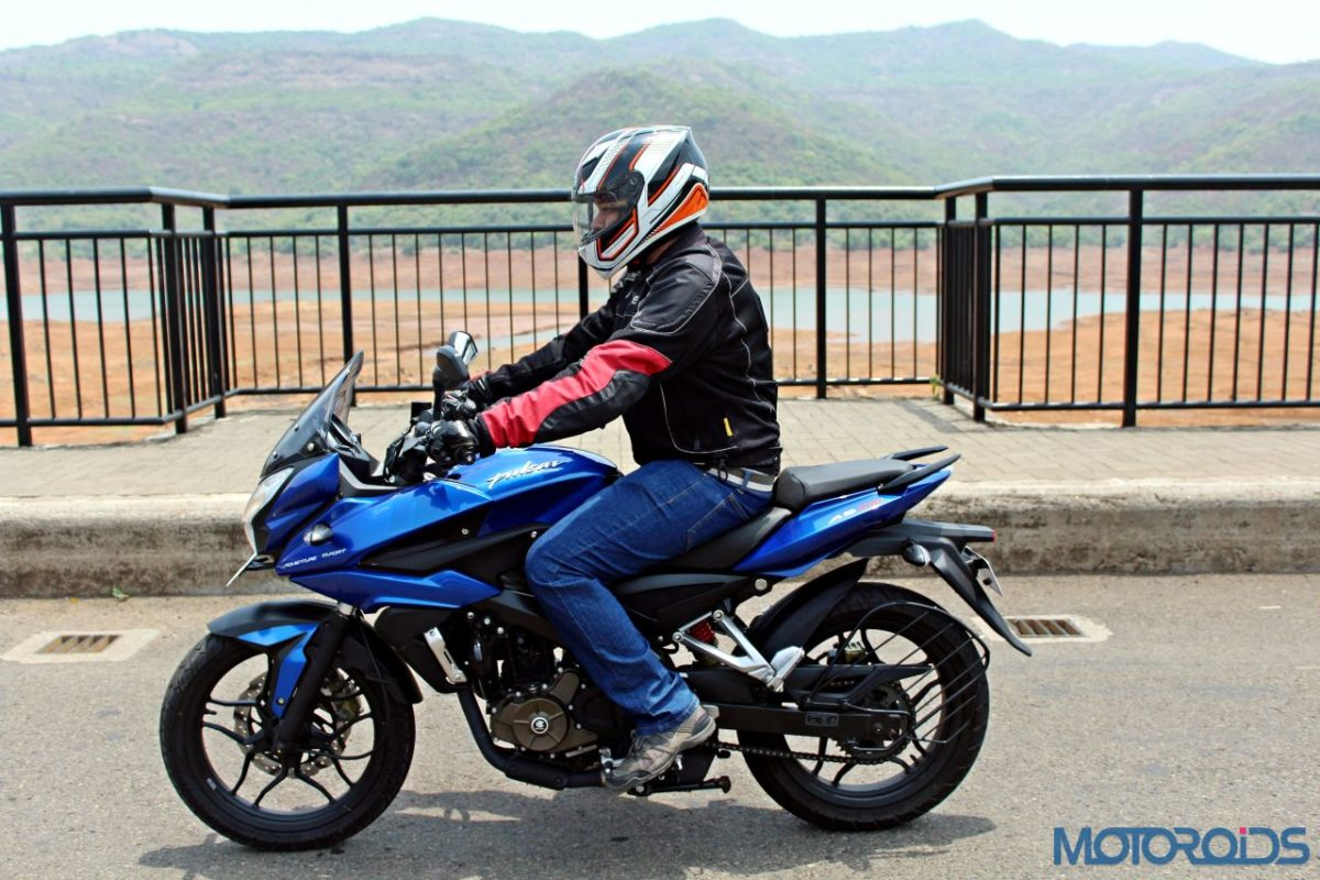 New Bajaj Pulsar AS150 AS200 Review – Action Shots New (1)