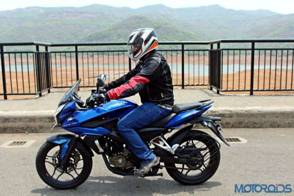 New Bajaj Pulsar AS150-AS200 Review - Action Shots New (1)