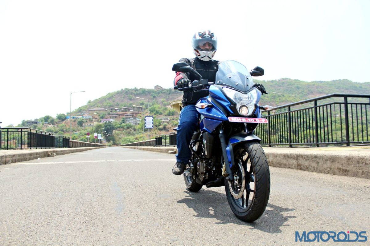 New Bajaj Pulsar AS150 AS200 Review – Action Shots New (5)